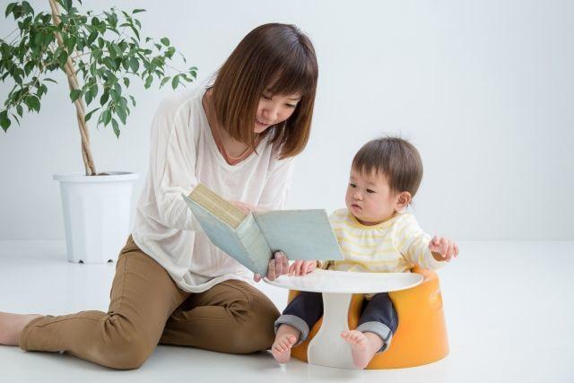 赤ちゃんへの読み聞かせはいつから?生後4か月から絵本を読み始めた理由