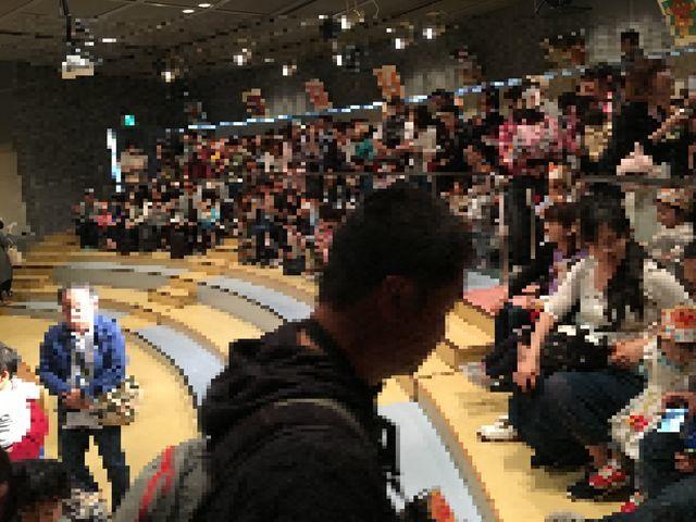 横浜・アンパンマンミュージアムのお誕生日イベントに参加した大勢の人たち
