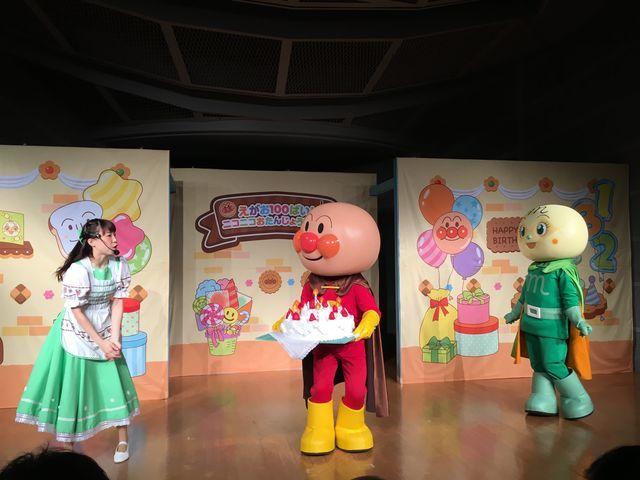 横浜・アンパンマンミュージアムにて、アンパンマン、メロンパンナちゃんのお誕生日イベントの写真