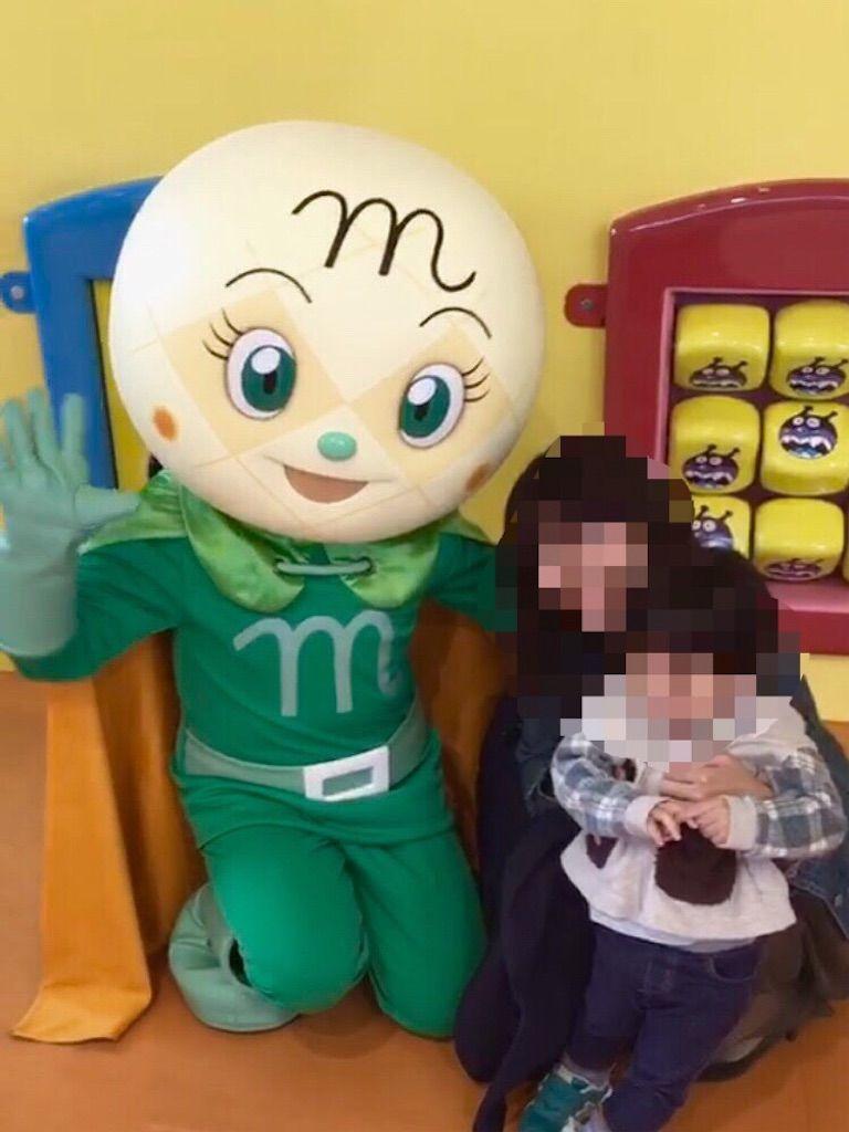 横浜・アンパンマンミュージアムでメロンパンナちゃんと写真撮影