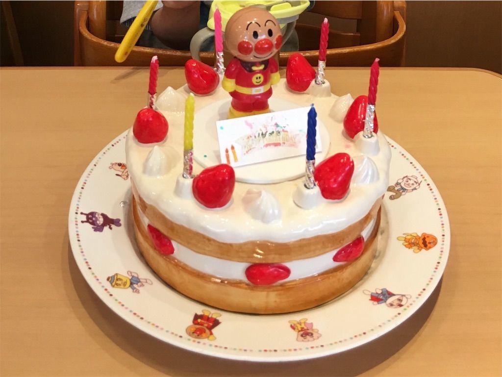 横浜・アンパンマンミュージアム・ペコズキッチンの記念写真に使用されるレプリカのケーキ