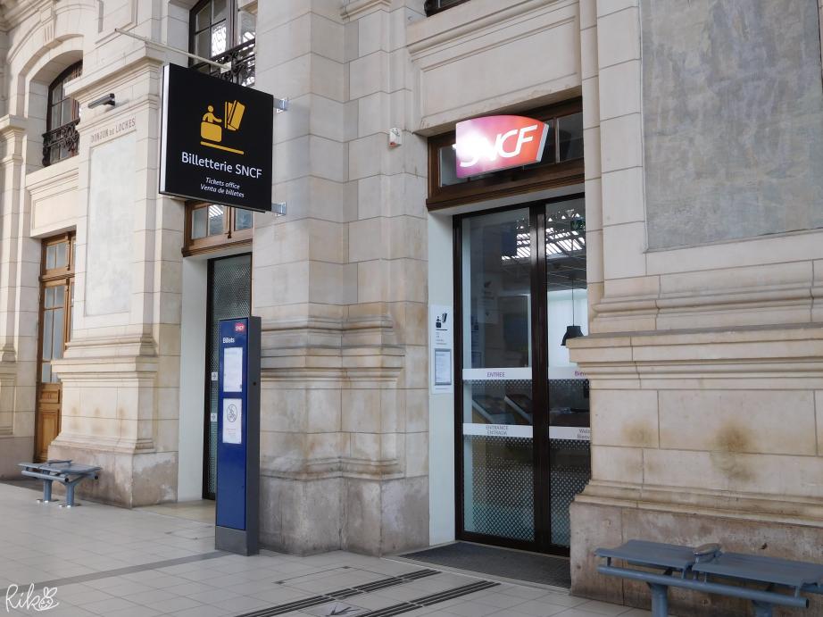 トゥール駅内のSNCF入口
