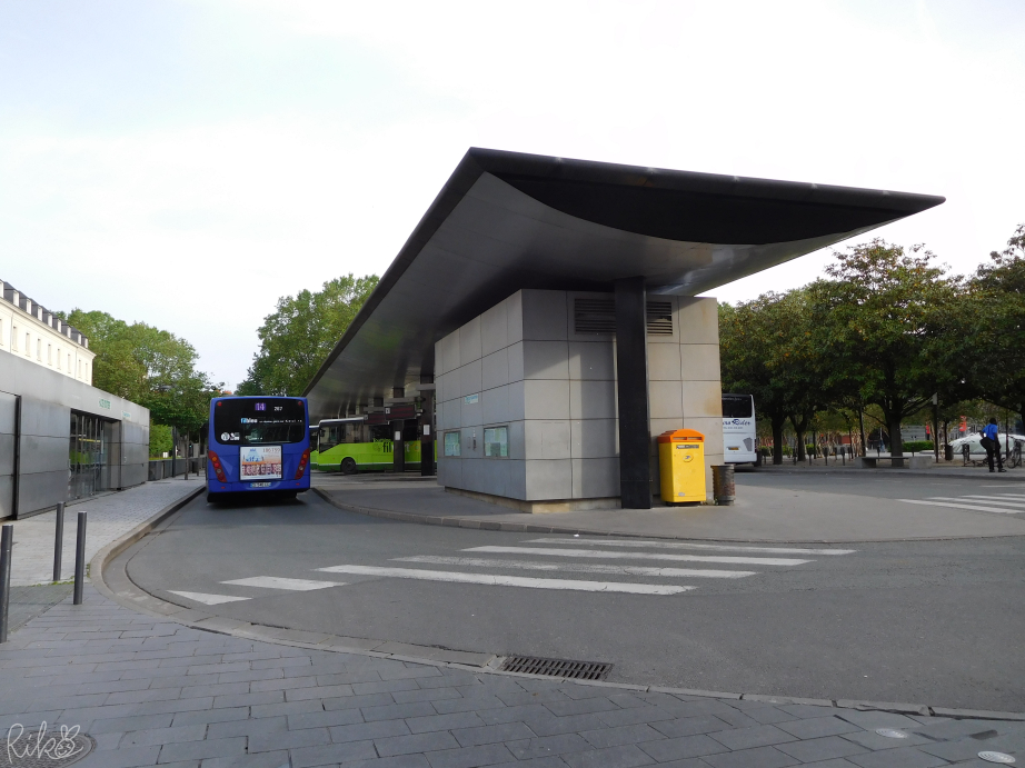 トゥール駅となりのバスターミナル