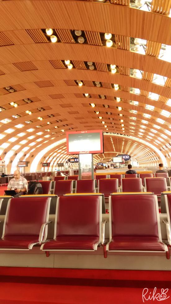 シャルルドゴール空港内画像