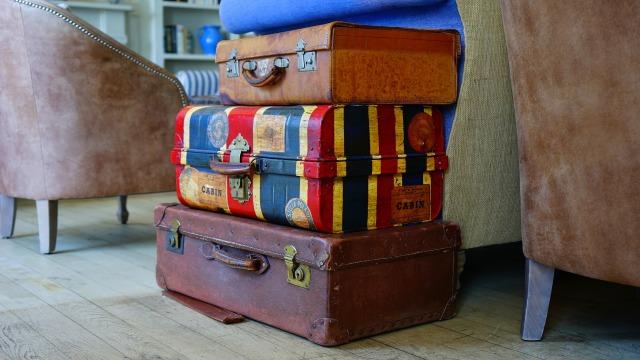 積み重ねられたスーツケース