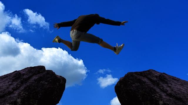可能性を信じ飛ぶ人