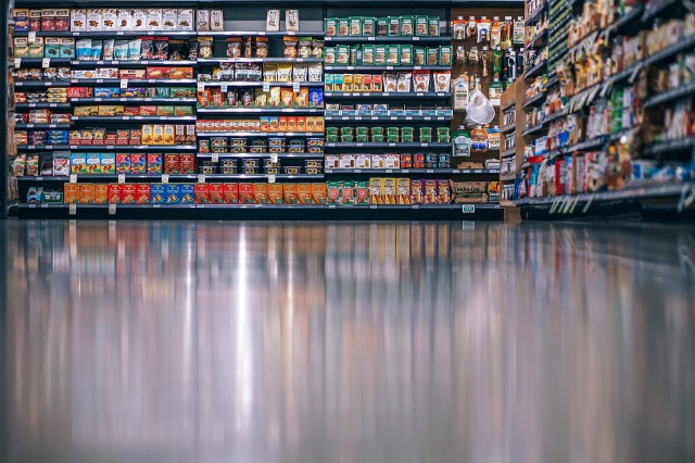 スーパーの商品棚