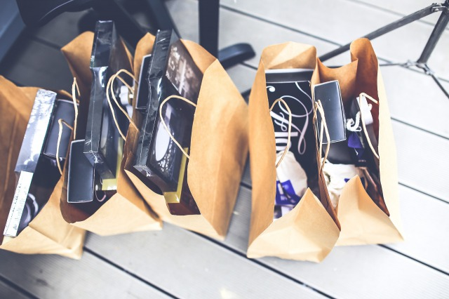 たくさんの買い物袋
