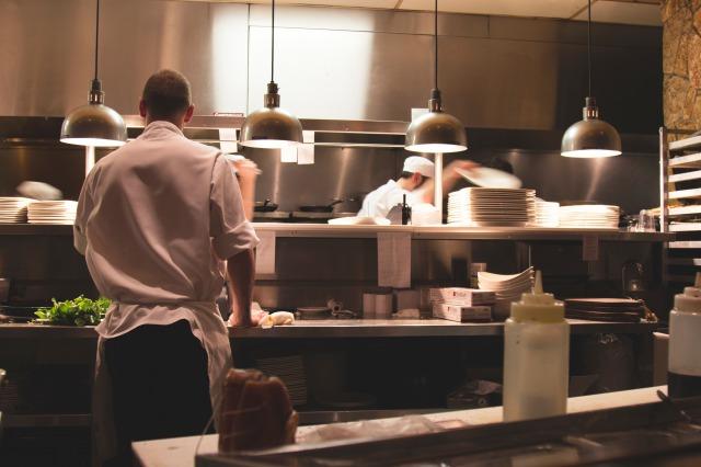レストランのキッチン