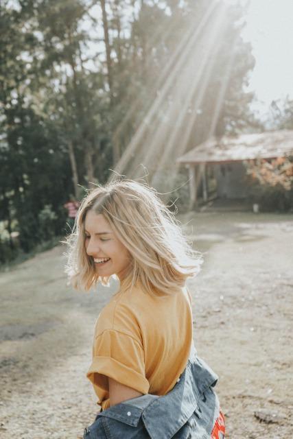 笑顔の外人女性