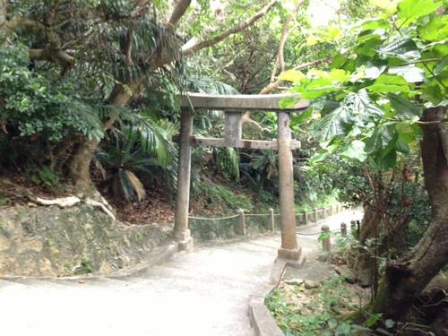 シルミチューの鳥居と階段