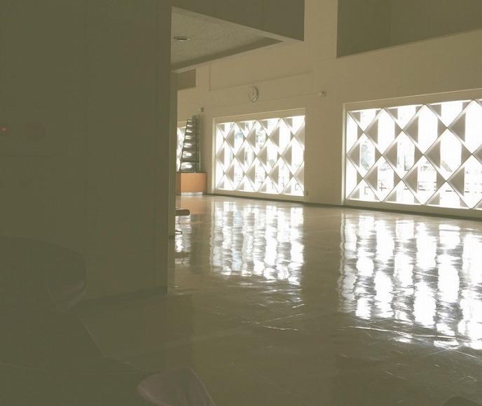 天童市民文化会館 ホール前廊下