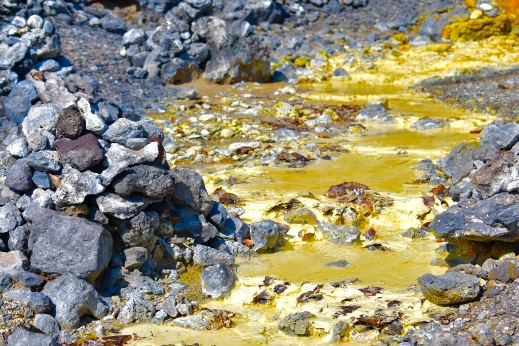 【恐山(おそれざん)】地獄道 硫黄の川