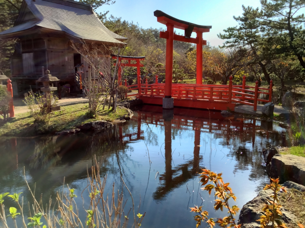 【高山稲荷神社】水面鏡