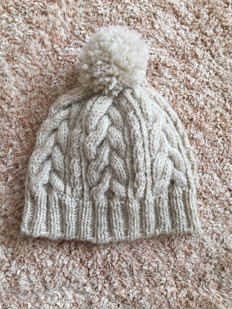 簡単!かわいいカラシ色の縄編みニット帽の作り方 …