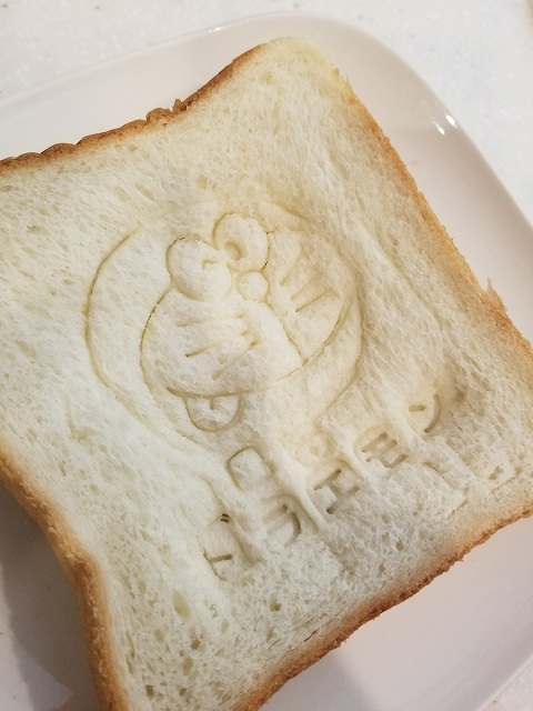 食パンはぺちゃんこ