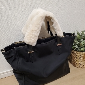 ファーハンドル付きバッグ