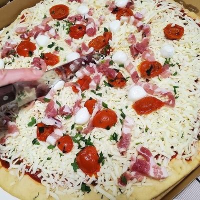 ピザをカット