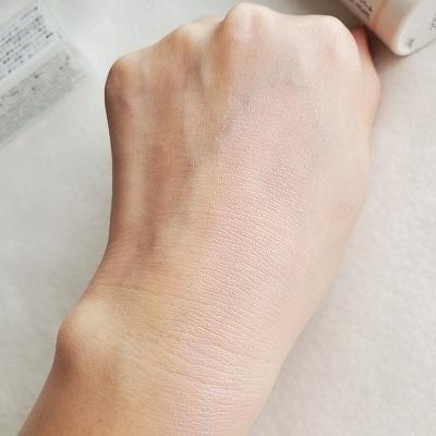 右半分塗った手