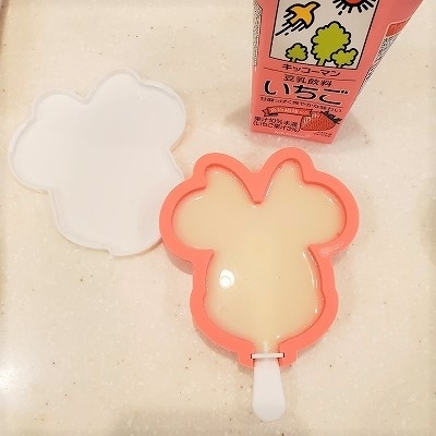 ミニーちゃんは豆乳いちご