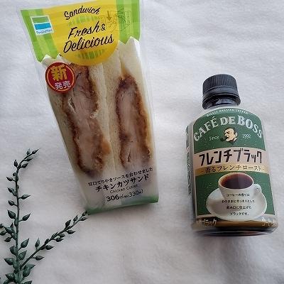 サンドイッチとカフェドボスを購入