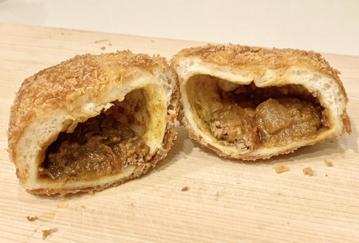ブーランジェリー龍月堂の「牛肉たっぷり手作りカレーパン」