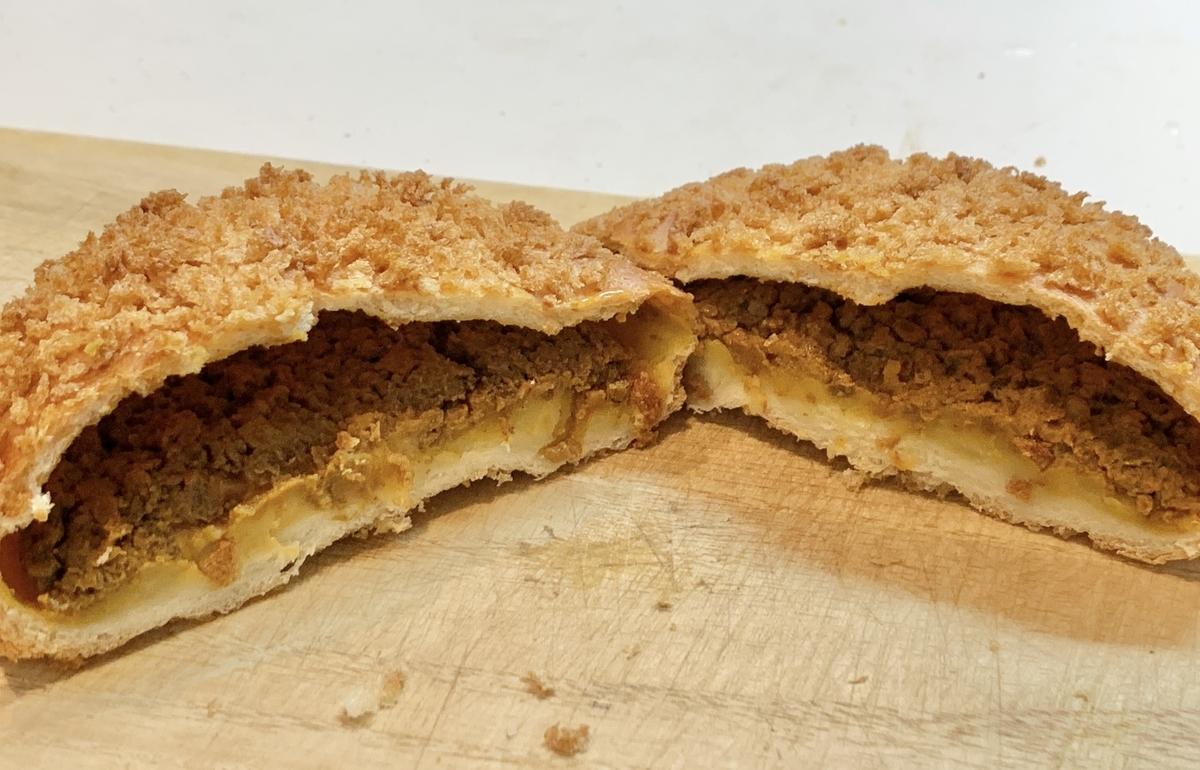 エッグセレントベイクリーの「マッシュポテト焼きカレーパン」