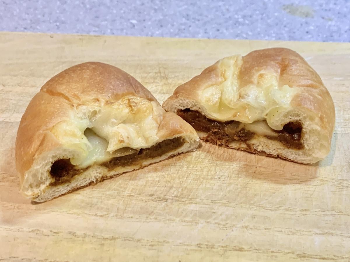 CAFE&BAKERY MIYABIの「焼きチーズカレー」