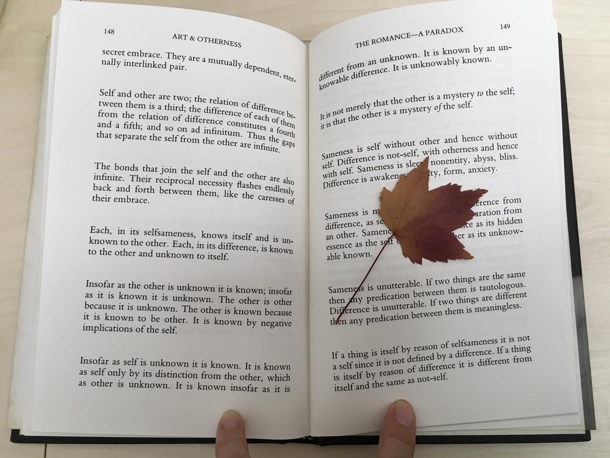 本とメイプルリーフ