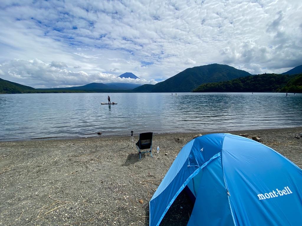 キャンプ地から臨む本栖湖と富士山の絶景