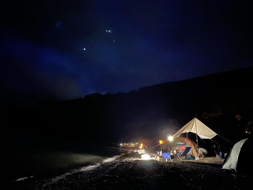 湖畔サイトの様子・夜