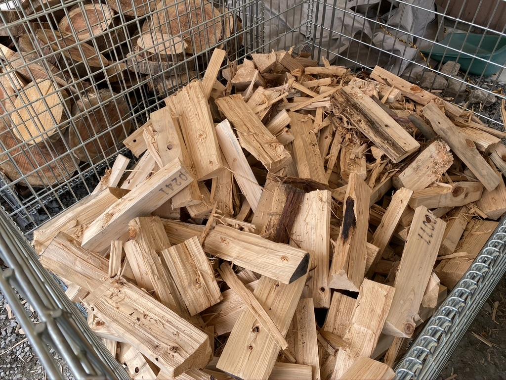 薪は針葉樹と広葉樹で別れていました