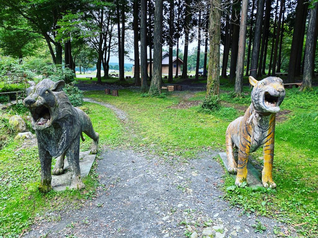 ライオン?とトラのオブジェ