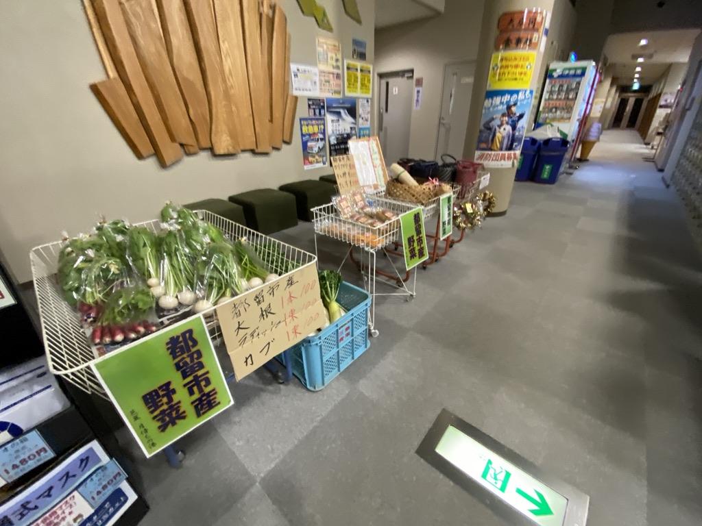 地域の野菜も売っていた