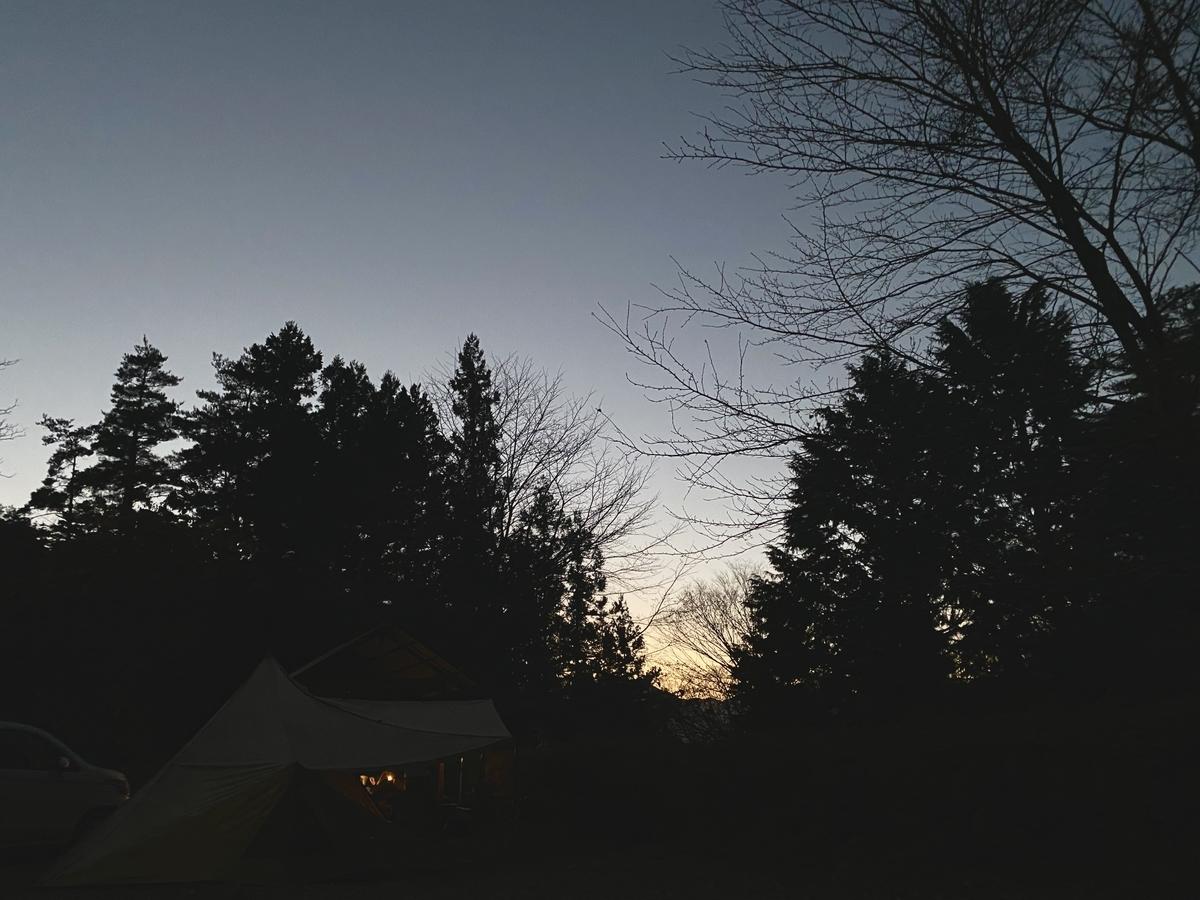 快適に眠れた日の朝。テントから出ても清々しくて良い感じ