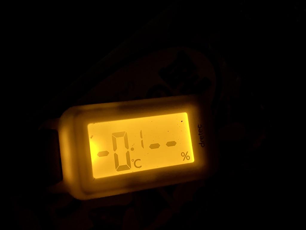 -0.1℃を示す温度計