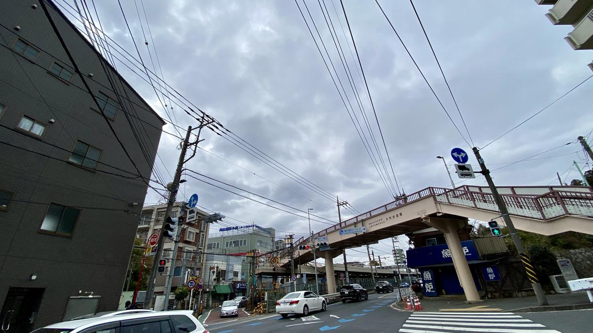 読売ランド前駅の交差点