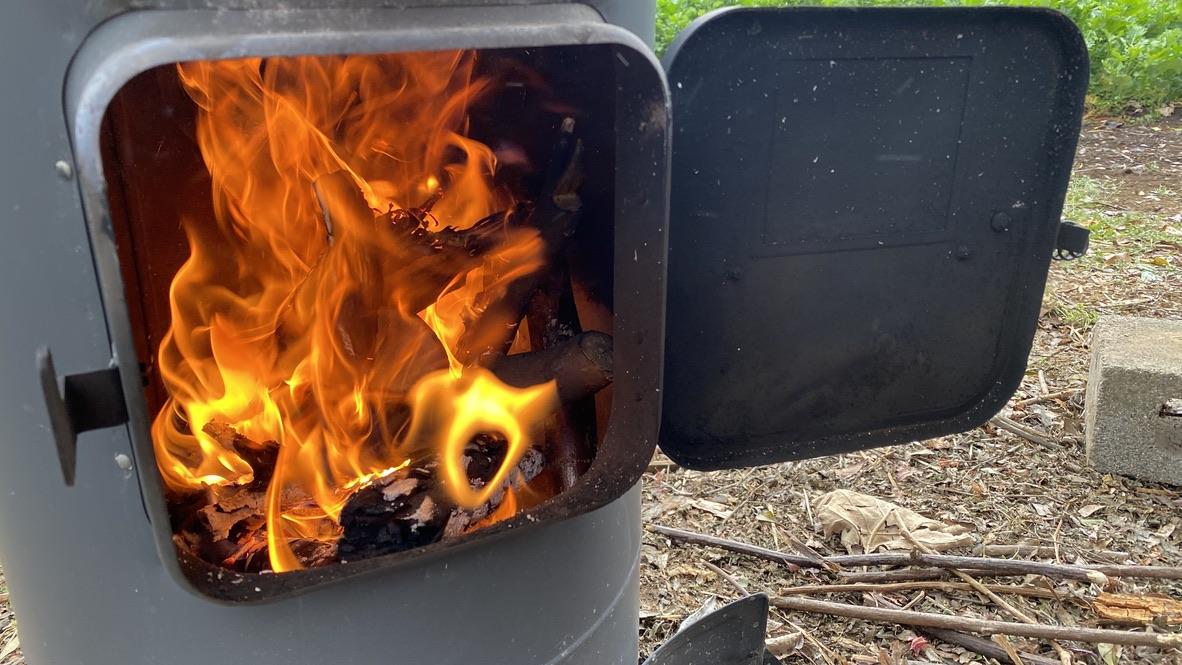 薪ストーブ燃焼中