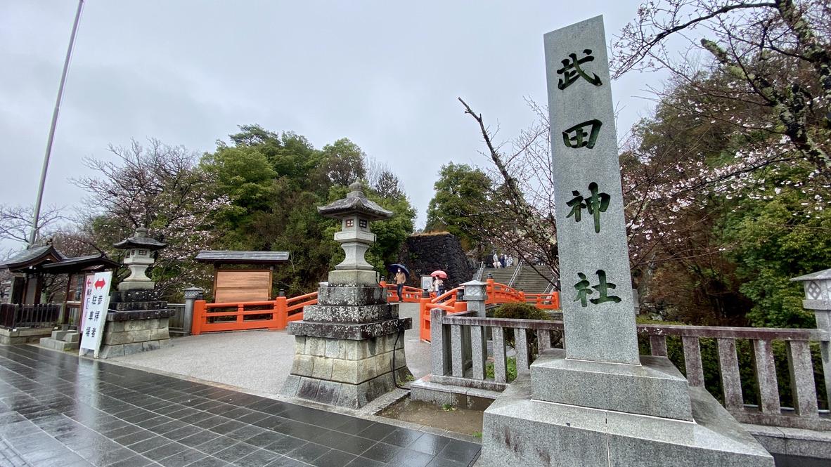 武田神社入り口