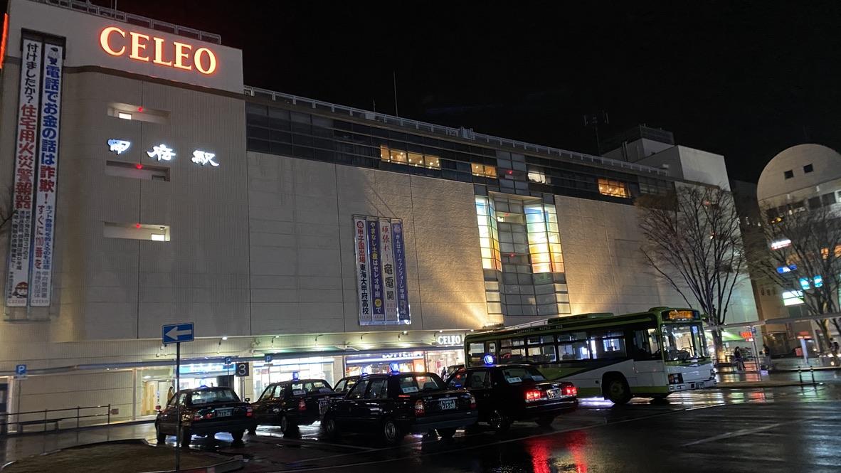夜の甲府駅