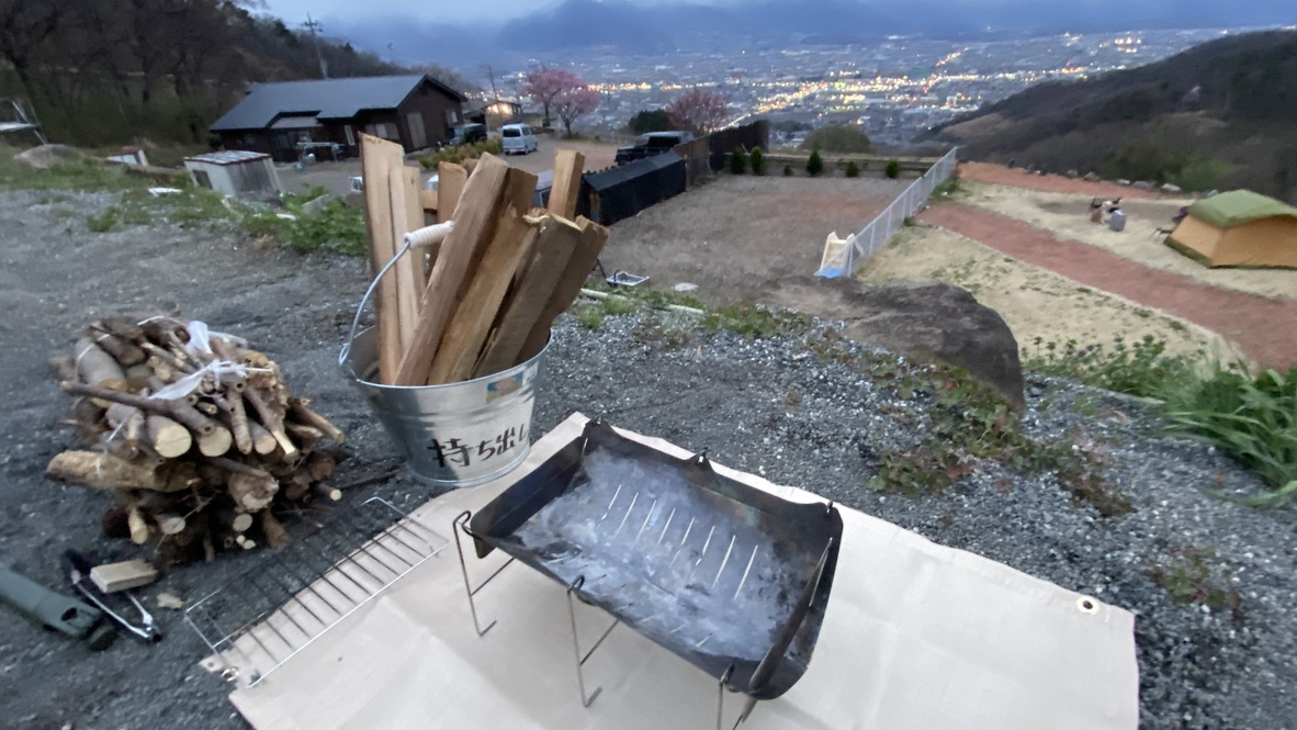 焚き火をする時は焚火台と焚き火シートを忘れずに