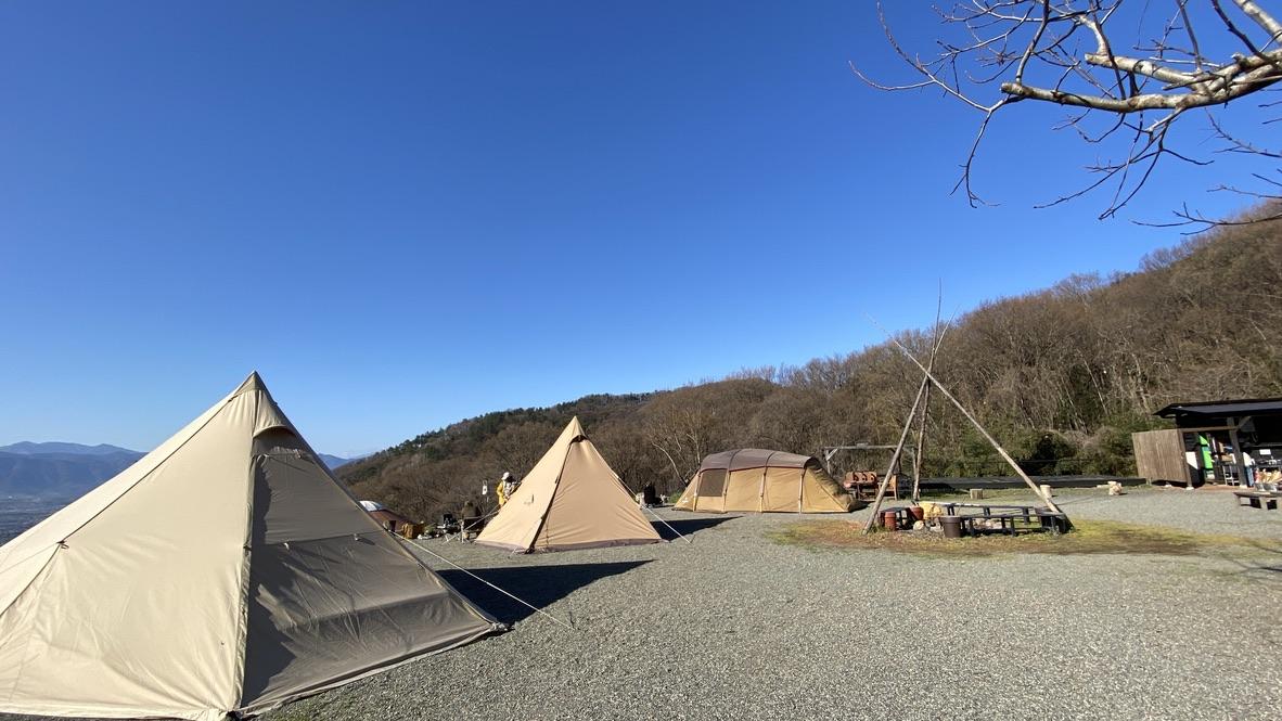 私以外みんな大きなテント
