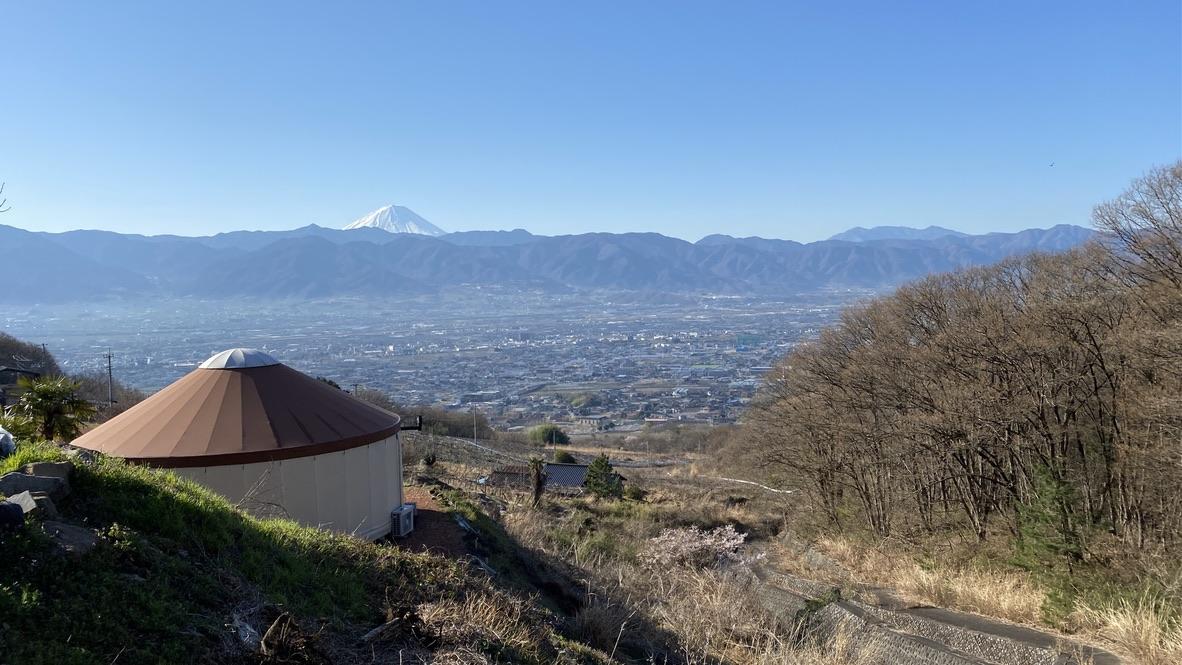 展望デッキからの眺め。奥に見えるのは富士山