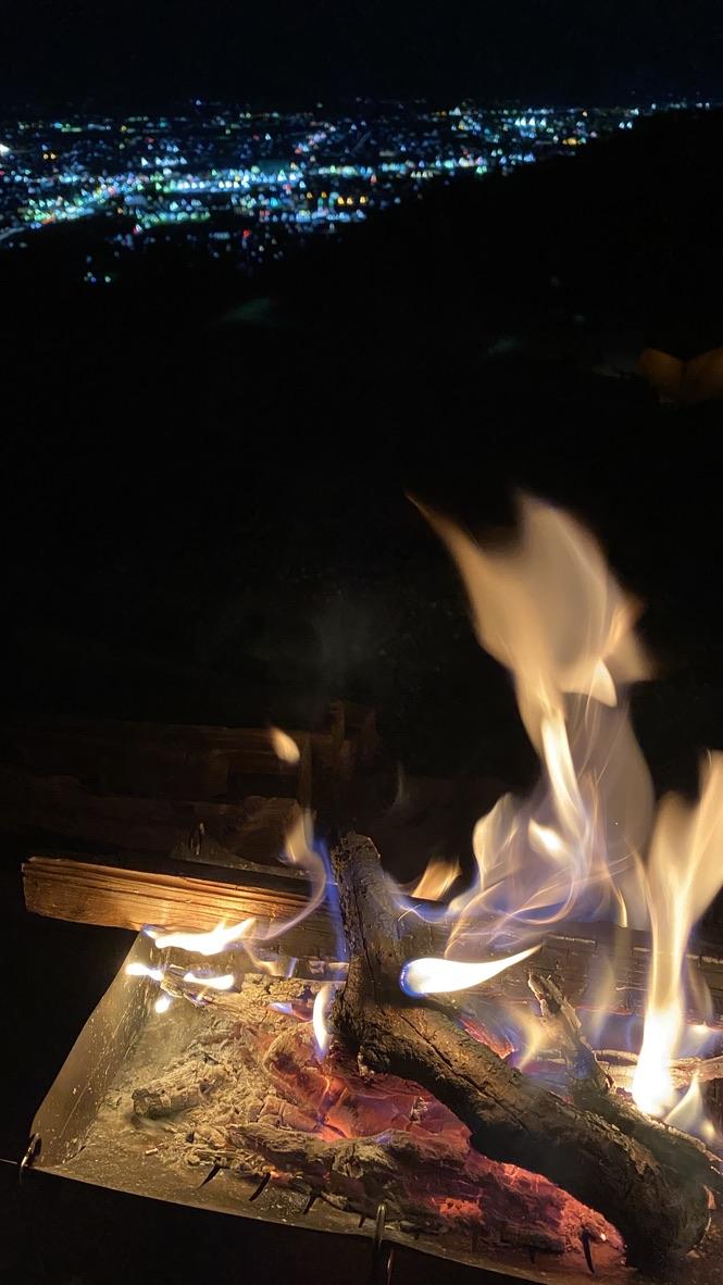 夜景と焚き火と甲州ワインと。最高の時間。
