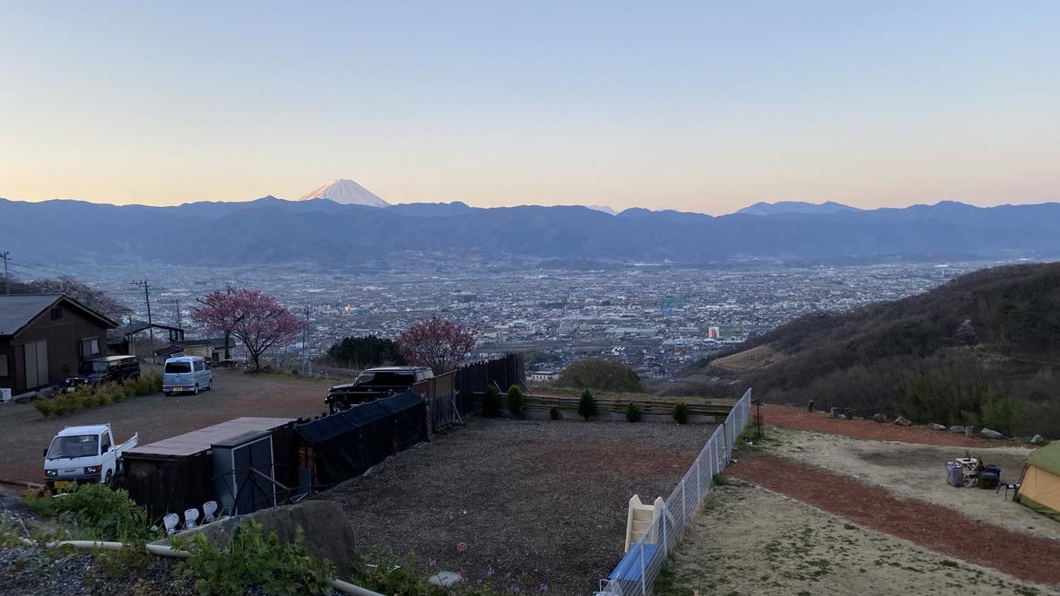 日の出に当たってる部分が赤富士みたくなっててキレイ