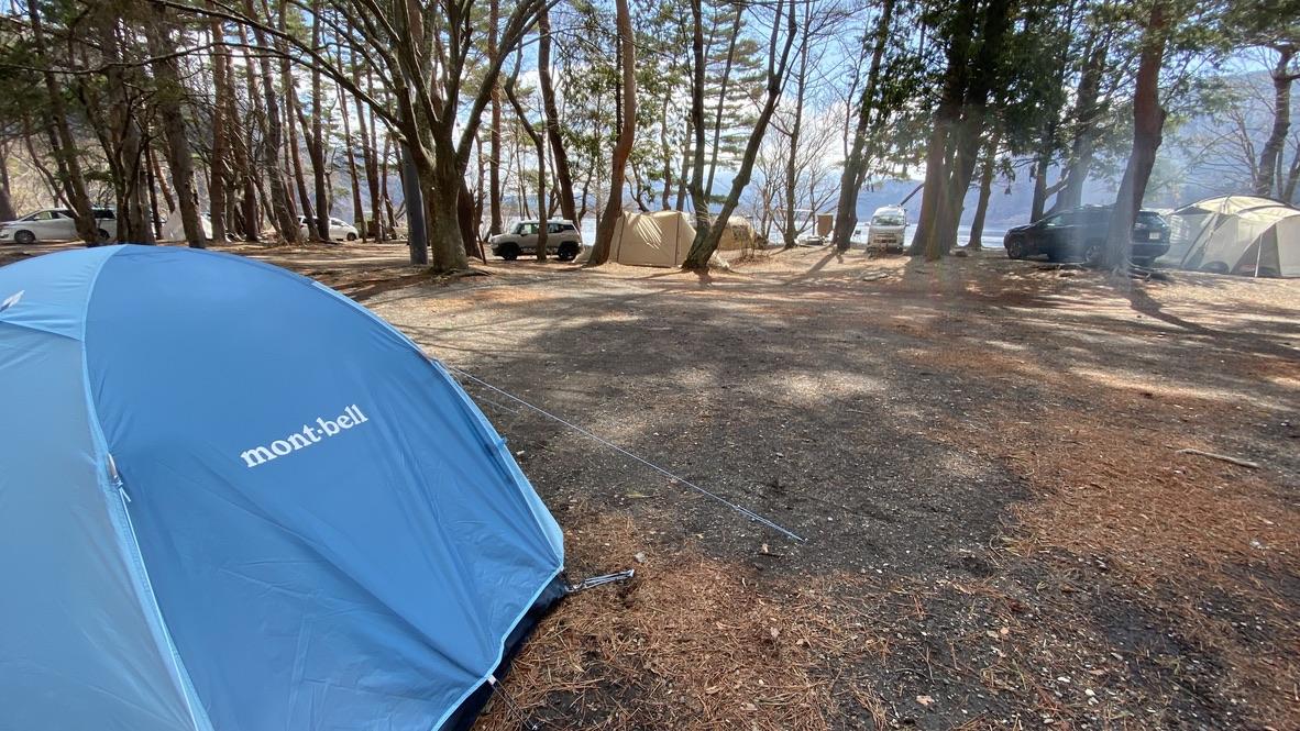 林間サイトにテントを設営!