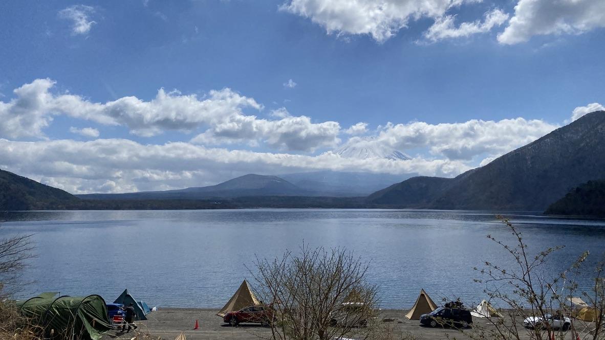 湖畔サイトの様子