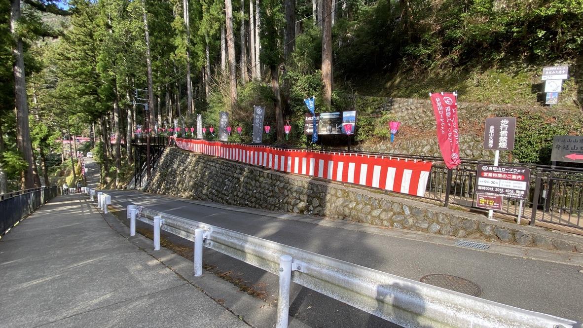 久遠寺からはこの道を下って駐車場へ戻ります