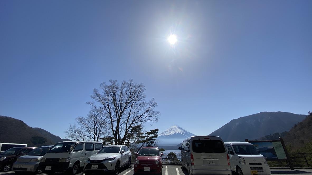 浩庵キャンプ場管理棟から富士山を臨む