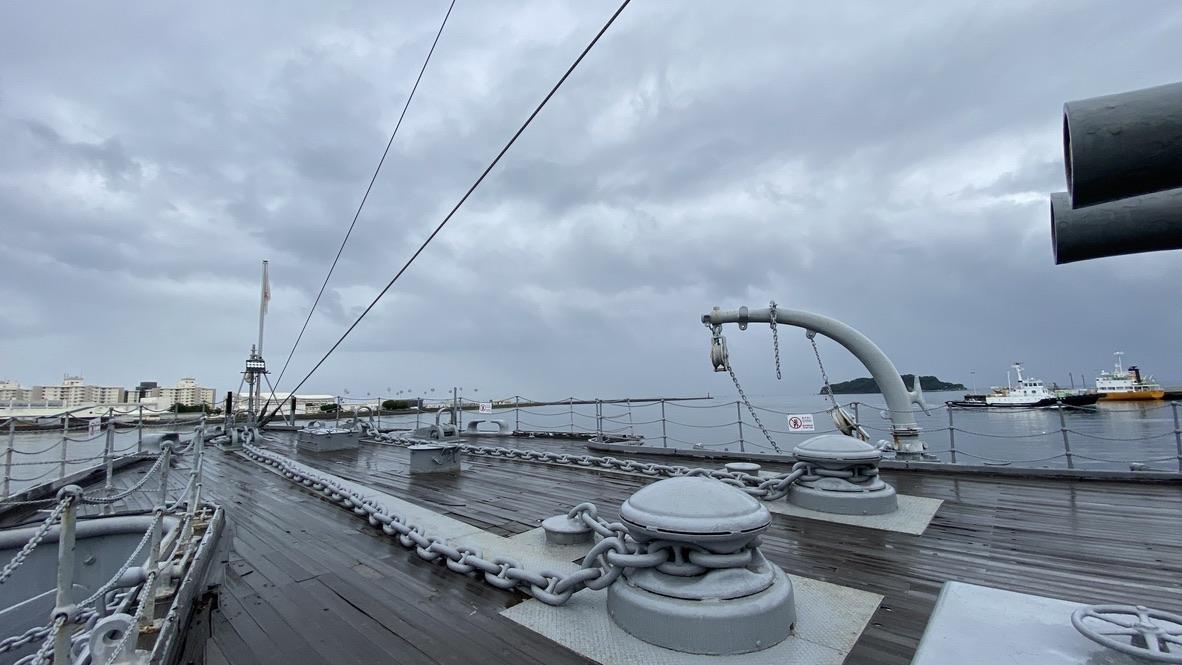 三笠の甲板の前部分の様子